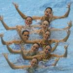 LONDRES. El equipo español de natación sincronizada, durante el ejercicio de rutina técnica, en el complejo acuático de los Juegos Olímpicos de Londres 2012. Foto: EFE