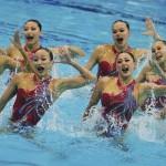 LONDRES. El equipo chino de natación sincronizada ejecuta el ejercicio técnico por equipos de la disciplina olímpica de natación sincronizada en Londres. Foto: EFE