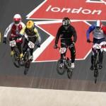 LONDRES. El ecuatoriano Emilio Andrés Falla (4i) durante la competición olímpica de BMX disputada en el BMX track de Londres. Foto: EFE