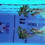 LONDRES. Un equipo de natación sincronizada participa en una sesión de entrenamiento previa a la celebración de la rutina por equipos de la disciplina olímpica de natación sincronizada en Londres. Foto: EFE
