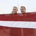 LONDRES. Los letones Janis Smedins (i) y Martins Plavins celebran tras ganar el bronce de voleibol playa de los Juegos Olímpicos de Londres 2012. Foto: EFE
