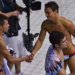 LONDRES. El británico Tom Daley (d) saluda al mexicano Germán Sánchez después de la prueba de salto sincronizado en los Juegos Olímpicos de Londres 2012. Foto: REUTERS