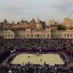 LONDRES. Una vista general del Horse Guards Parade durante los Juegos Olímpicos de Londres 2012, en la que se observa a Janis Smedins de Letonia y su compañero Martins Plavins (L) en la celebración de la victoria por la medalla de bronce de voleibol. Foto: REUTERS