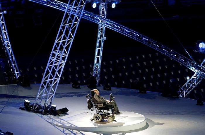 LONDRES. El físico británico Stephen Hawking estuvo presente en el estadio Olímpico de Londres durante la ceremonia de inauguración de los Juegos  Paralímpicos 2012.