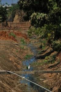 En la parroquia Posorja debido a los problemas de alcantarillado en algunas zonas se acumulan aguas que generan malos olores.