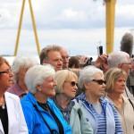 Personas durante una ceremonia por la conmemoración del lanzamiento del Titanic.