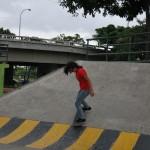 Dayanara García, de 17 años,  practica skateboarding en el conjunto recreacional y deportivo Deportes Extremos Skateboarding y Bicicross.