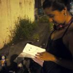 Lisette suele hacer bocetos en papel antes de plasmar su obra en las paredes.