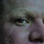 Cubrir con base sus cejas es un técnica que Darangeles ha perfeccionado.