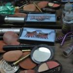 Los maquillajes que utilizan los drag queens. Las cejas postizas muy largas no pueden faltar en el ajuar de una drag queen.
