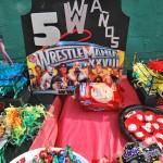 La piñata también tenía motivos alusivos a la lucha libre.