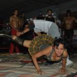 Exodia vence con una americana a Ryder durante un entrenamiento en la escuela de lucha libre Row.