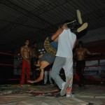 Exodia trata de vencer a Ryder durante un entrenamiento en la escuela de lucha libre Row.