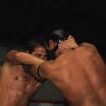 JCM (i) y Mutilador (d) se enfrentan durante un entrenamiento en la escuela de Lucha Libre Row.