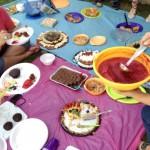 Un helado hecho a base de agua y moras se sirvió en la reunión vegana en la que también participaron vegetarianos y omnívoros.