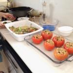 Unos 15 minutos demoró preparar los tomates rellenos con carne de soya y arroz. La preparación del ceviche de champiñones demoró incluso menos tiempo.