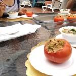 Como plato fuerte se sirvieron los tomates rellenos con carne de soya. La textura del champiñón en el ceviche es muy similar a la del calamar o la concha de manglar.