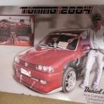 Un afiche de Daniel Scarpa como ganador de la edición tuning en el 2004.