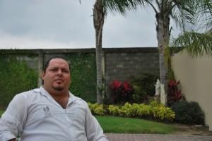 Leonel Mera trabaja en Parque de la Paz como coordinador de servicios funerarios. Aprendió a formolizar en un curso de tanatopraxia.
